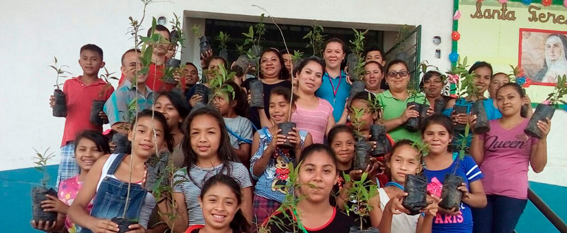 Donacion de arboles a la Escuela Santa Teresa de la colonia Ciudad Guzman