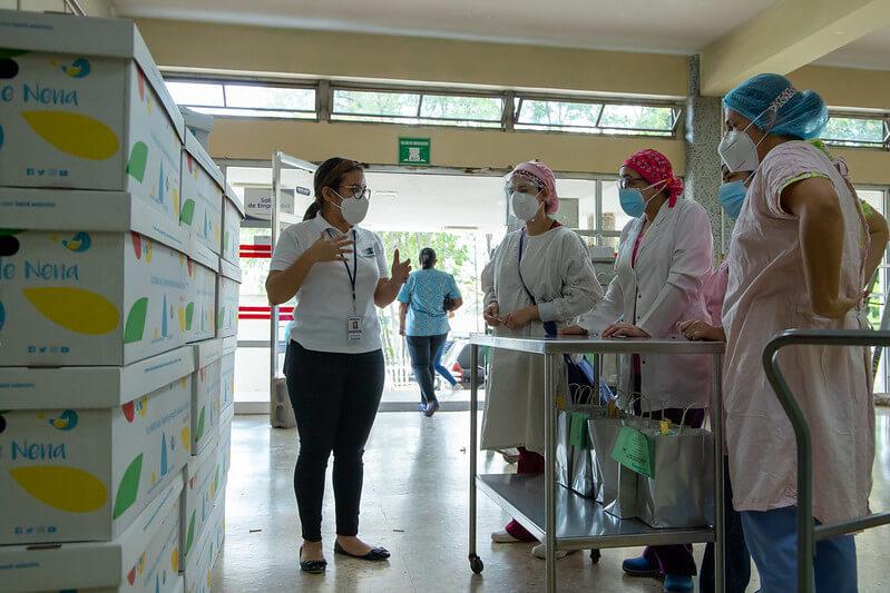 Fundación Kafie y CEPUDO entregan Cajitas de Nena a niños en el Hospital Escuela