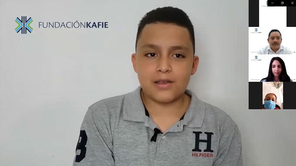 """Fundación Kafie entrega 176 becas bajo el programa """"PROGRESA"""""""